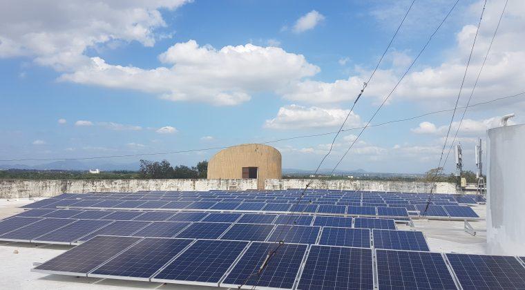 Paneles solares en la Universidad de UNPHU, República Dominicana